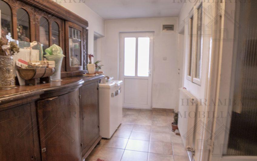 Casa cu 3 camere+teren 517mp 2 desc. una de 28mp- Bucurestii Noi Laminorului